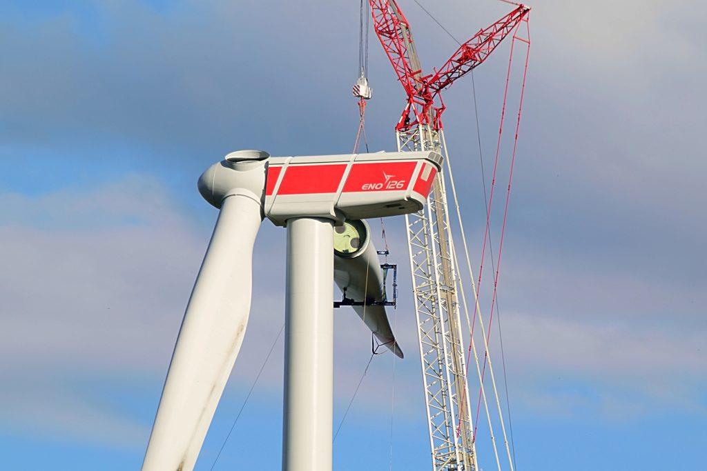 Windkraftwerk im Bau