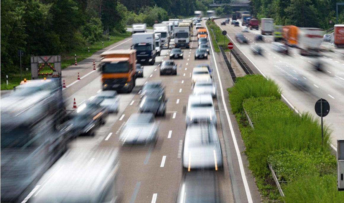 hohe verkehrsdichte auf einer deutschen autobahn