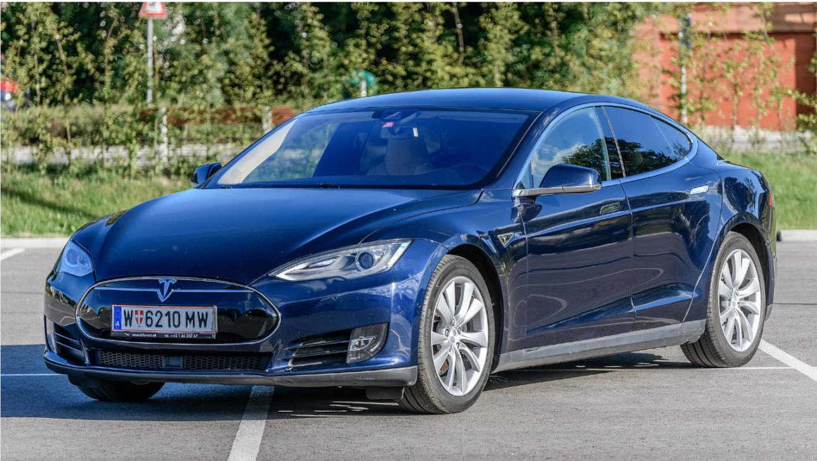 Tesla Model s 70d 2015; cc by-sa 4.0, granada