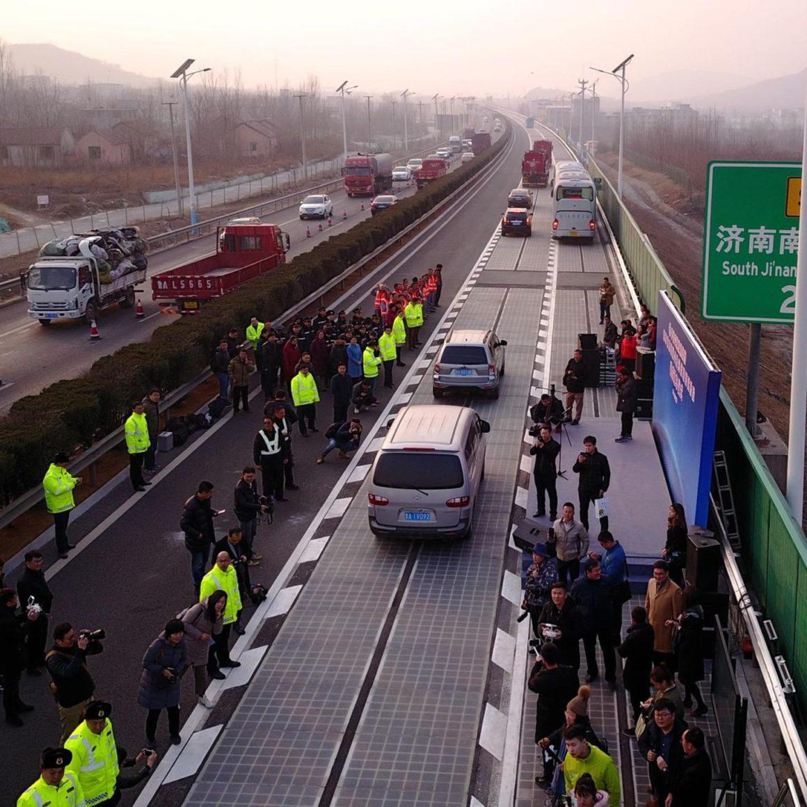 Autobahn mit Fahrbahn aus Solarmodulen in China
