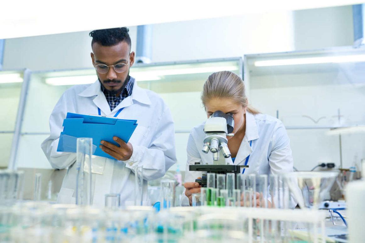COVID-19 Forschung im Labor