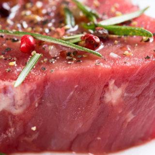 Fleischkonsum – rohes Fleischstück
